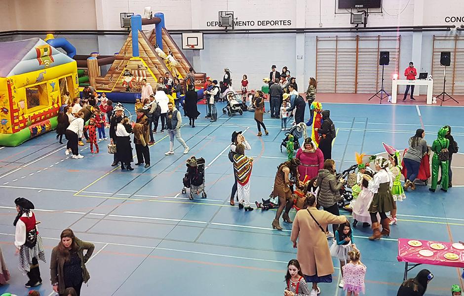 Máis de 200 persoas gozaron coa Festa de Disfraces organizada pola ANPA